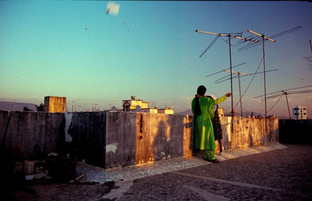 Inclusion: Bombay-style, from the rooftops on International Kite Day. Mumbai, India. Photo by Mark Mauchline